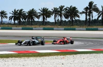 """Vettel: """"Ecco l'arma vincente della Ferrari contro le Mercedes"""""""