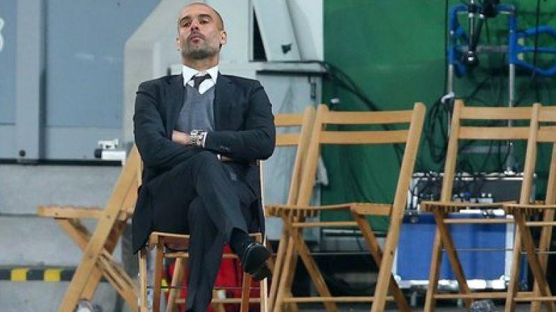 La nuova panchina di Guardiola è una sedia pieghevole di legno