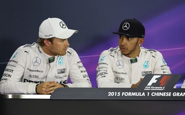 """Polemica in casa Mercedes, Rosberg attacca Hamilton: """"Mi ha rallentato"""""""