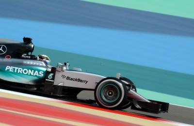 Gp del Bahrein, Hamilton centra la pole. Vettel secondo