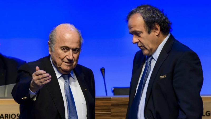 Blatter indagato in Svizzera. Sepp inguaia Platini per i fondi neri
