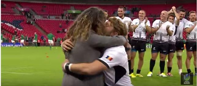 Rugby, a Wembley proposta di matrimonio in mondovisione