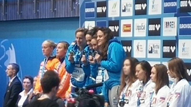 Europei di nuoto, l'Italia nuota nell'oro con la staffetta femminile