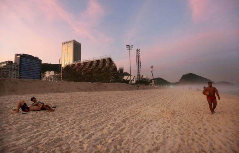 Rio 2016, la spiaggia del beach volley diventa set per un film porno!