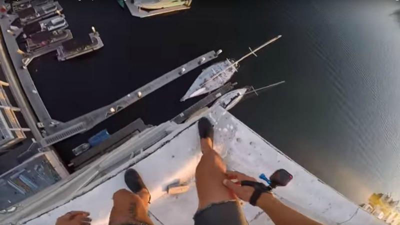 Lo Youtuber salta da un palazzo