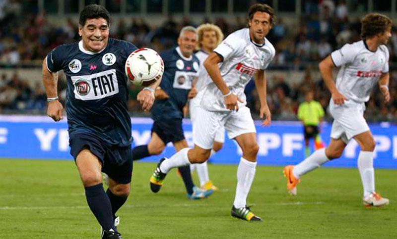 """Altro che Partita della Pace! Maradona attacca Icardi: """"Un traditore"""". L'attaccante: """"Diego fa figuracce"""""""