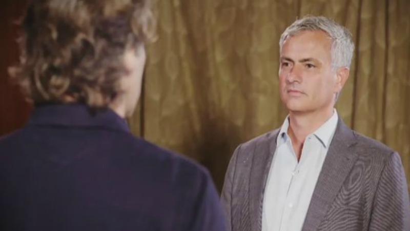 Mourinho tenta di rimanere serio
