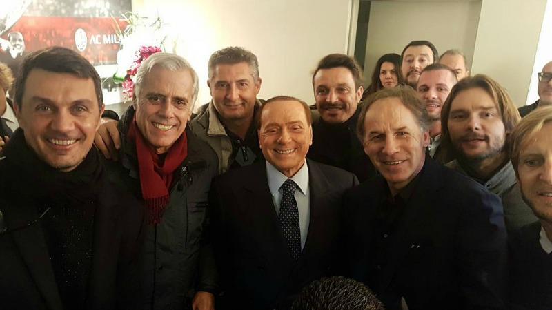 Berlusconi con gli ex campioni del Milan