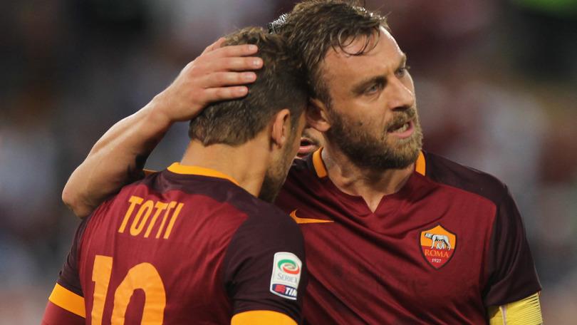 Roma, Totti lascia per limiti d'età? Ma De Rossi rinnova fino al 2019