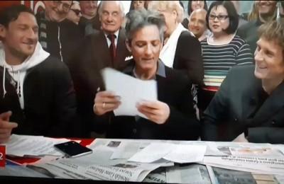 """Totti a Edicola Fiore: """"Come si segna un rigore a Buffon? Gli tiro sui coglioni"""""""