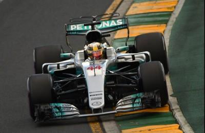 La prima pole del 2017 è di Hamilton davanti a Vettel vicinissimo. Debutta Giovinazzi