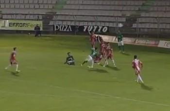 Lo straordinario gol di Bicho del Racing club Ferrol in Spagna