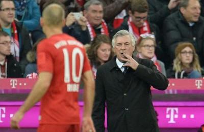 Robben furioso rifiuta la mano di Ancelotti: i suoi compagni ridono e lo sfottono