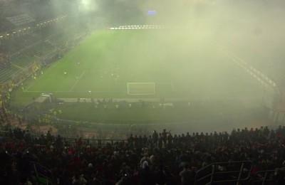 Italia-Albania sospesa per il lancio di fumogeni e petardi: match ripreso dopo 8 minuti