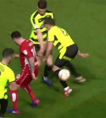 L'infortunio di Hogg dell'Huddersfield