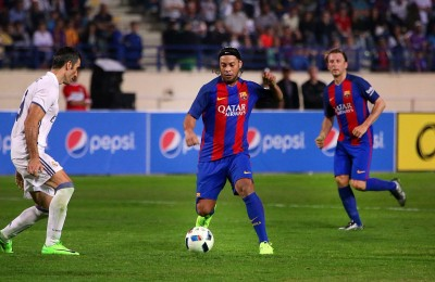 Le leggende del Barcellona battono il Real Madrid con le magie di Ronaldinho