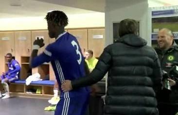 Chelsea, risate di Conte per la danza di Chalobah dopo la vittoria della Youth Cup
