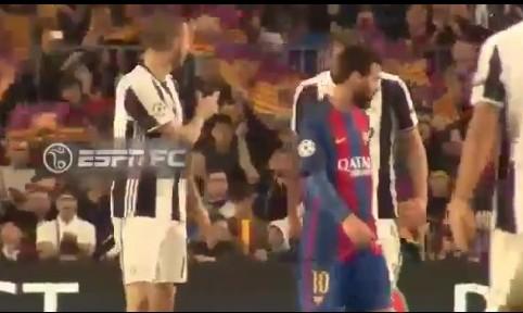 Barcellona-Juve, Bonucci chiede la maglia a Messi e Chiellini si