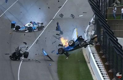 Terribile incidente nella 500 Miglia, auto in aria per diversi metri, poi prende fuoco