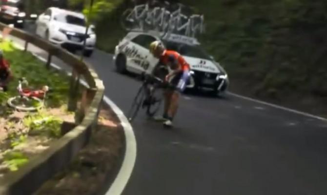 Giro d'Italia, la spettacolare caduta di Franco Pellizzotti e Laurent Didier
