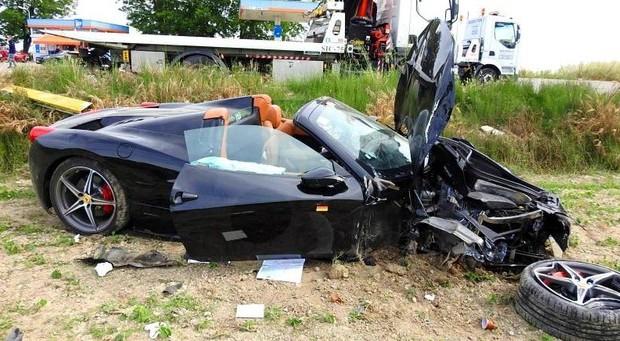 Mille Miglia, incidente fra una Ferrari ed una Fiat, 4 feriti tra cui un bambino