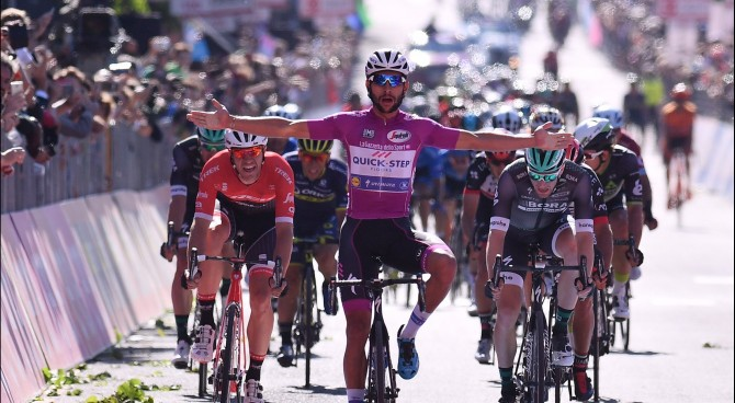 Fernando Gaviria vince la 14ª tappa del Giro d'Italia
