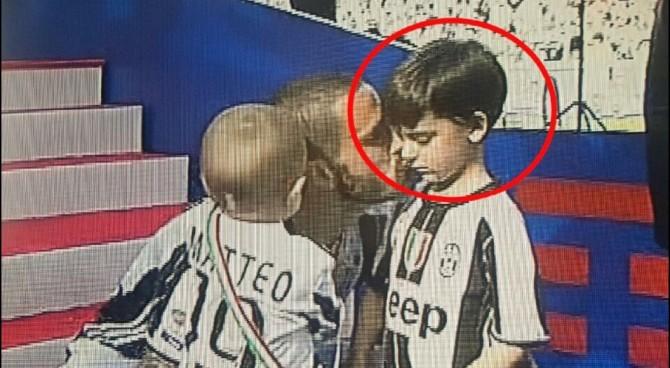 Juve campione d'Italia, Bonucci festeggia ma il figlio piange