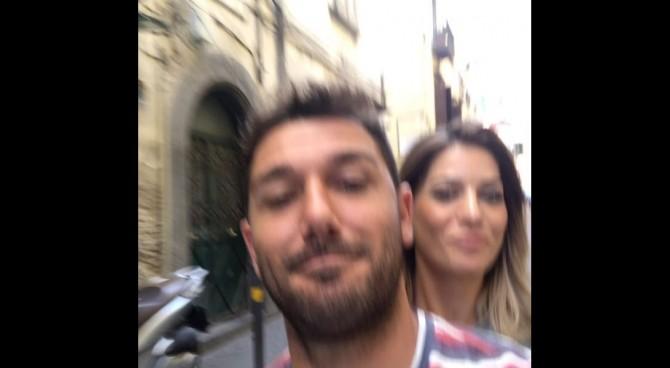Gennaro Troianiello come uno scugnizzo. A Napoli in moto senza casco