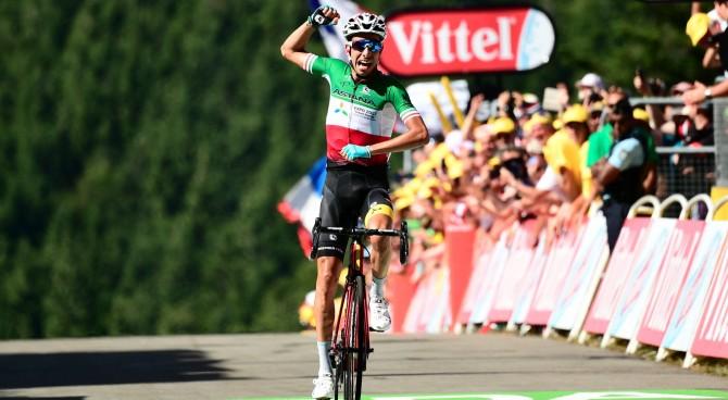 Tour de France: Uran vince in volata nel tappone di montagna
