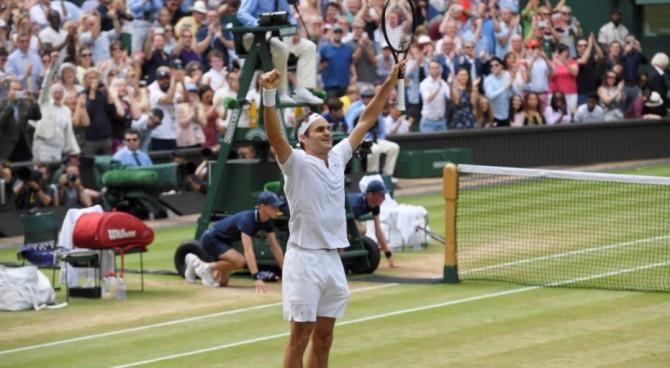 Wimbledon, tocca a Federer piangere ma di gioia: a 35 anni lo Slam numero 19