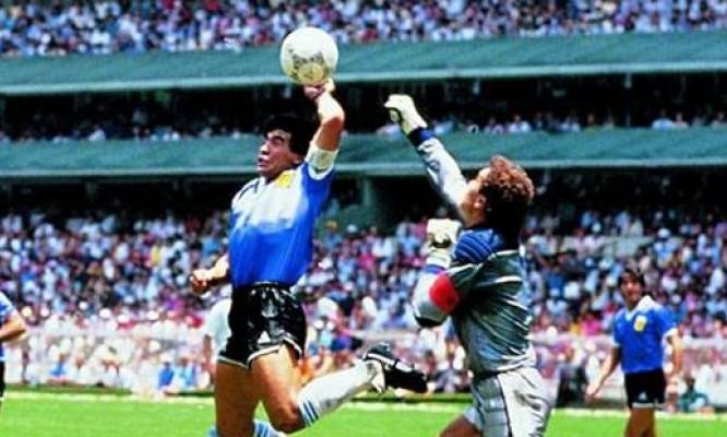 """Maradona favorevole al VAR, segnò con la mano de Dios: """"Se è per questo usai la mano anche nel '90"""""""
