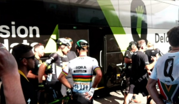 Tour Sagan vicino al pullman di Team Dimension