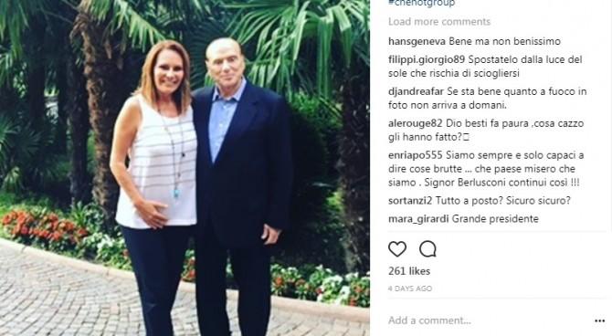 "Berlusconi in una clinica di bellezza ma pare di cera. E scatta l'ironia: ""Levatelo dal sole!"""