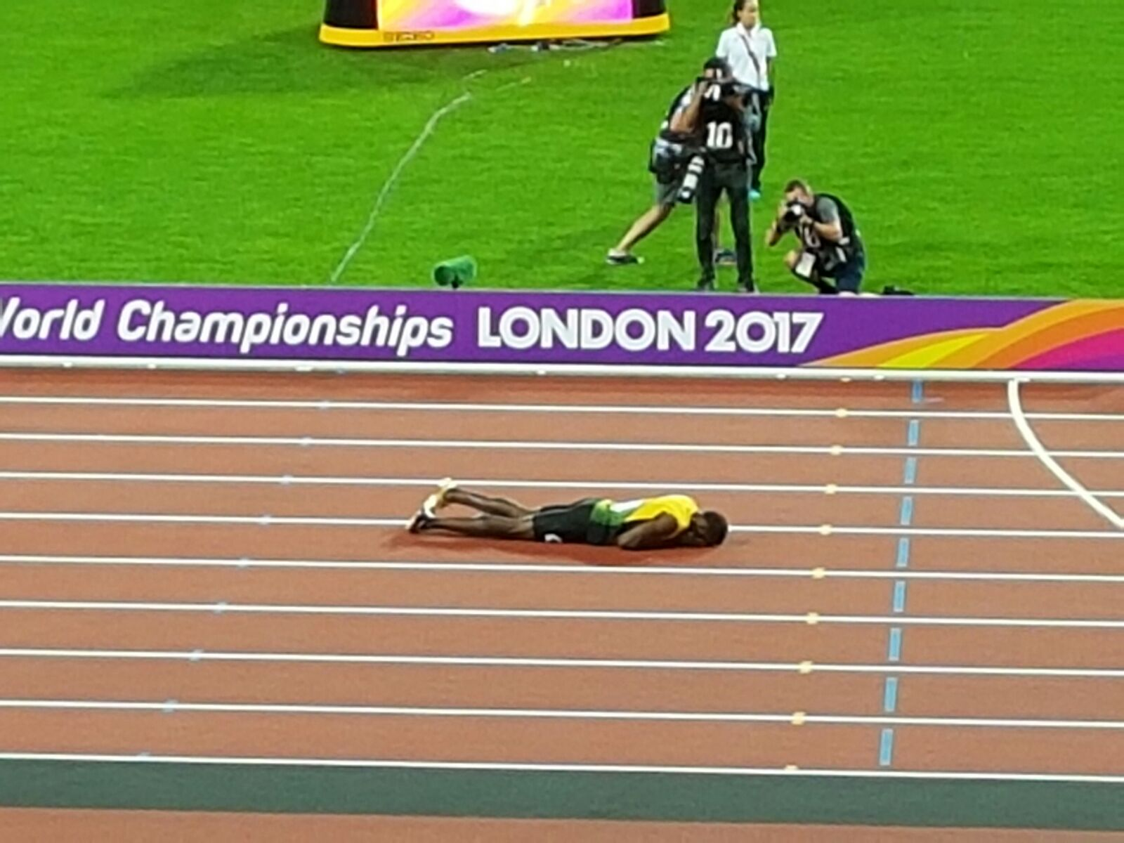 La carriera di Bolt si chiude con l'infortunio! Staffetta 4×100 da incubo