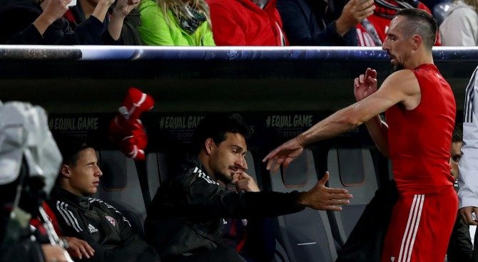 """Ribery sostituito scaglia la maglia a terra. Salihamidzic: """"Inaccettabile"""", Ancelotti: """"Non capisco"""""""
