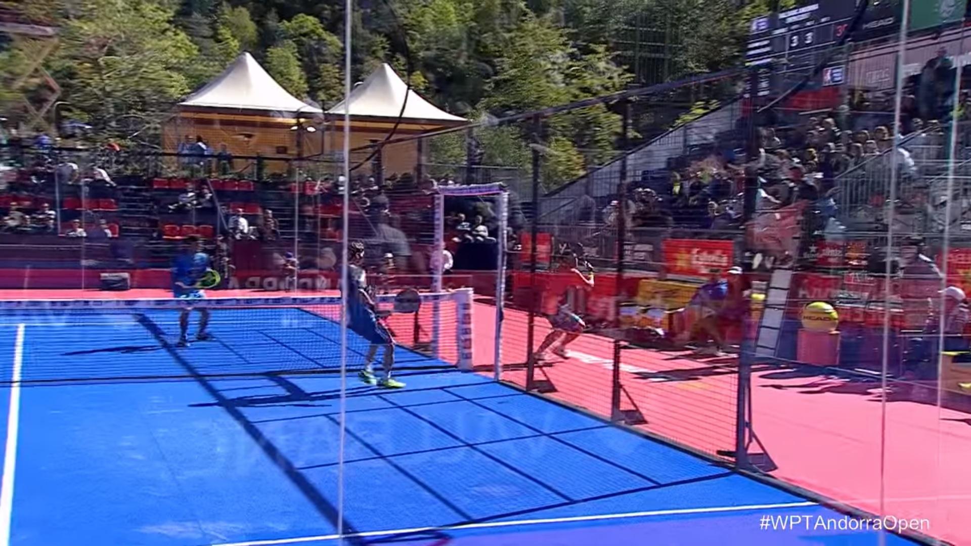 Open di Andorra, incredibile punto da fuori campo e di spalle