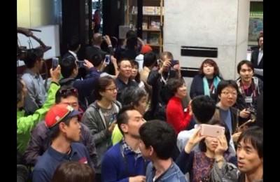 Vincenzo Nibali star anche in Giappone. Che accoglienza dai tifosi orientali