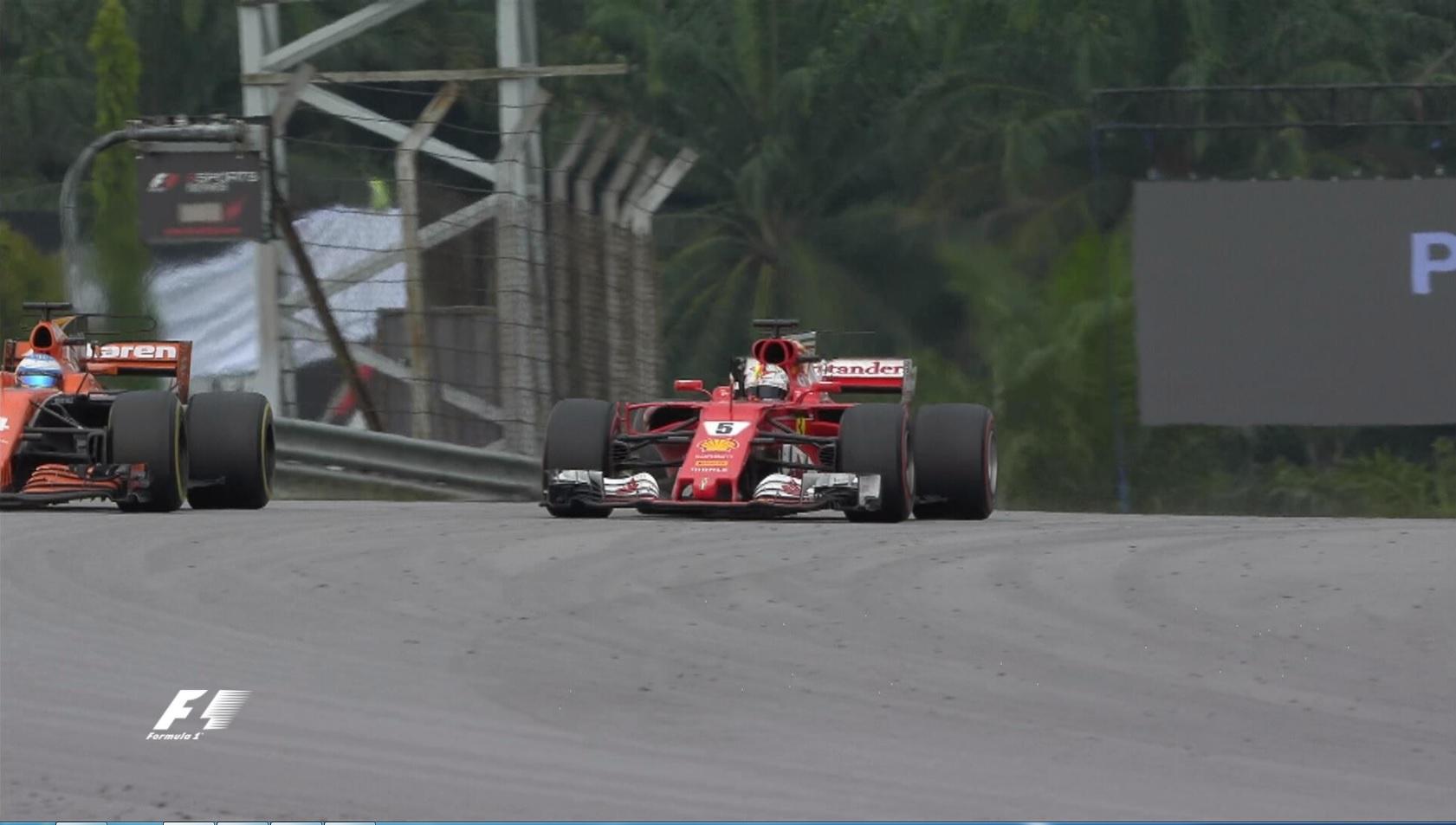 """Malesia, Vettel da ultimo a quarto ma Alonso doppiato lo ostacola: """"Pensavo fossi meglio di così"""""""
