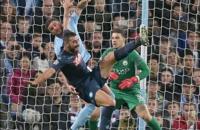 A Manchester il Napoli rischia di subire la goleada, poi va vicina al pareggio