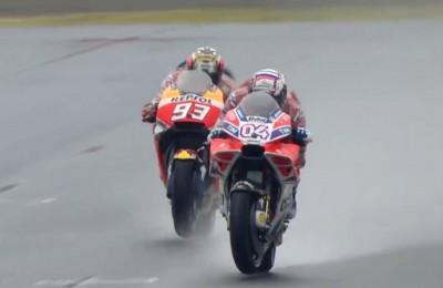 Dovizioso c'è! Sotto la pioggia di Motegi batte Marquez all'ultimo giro