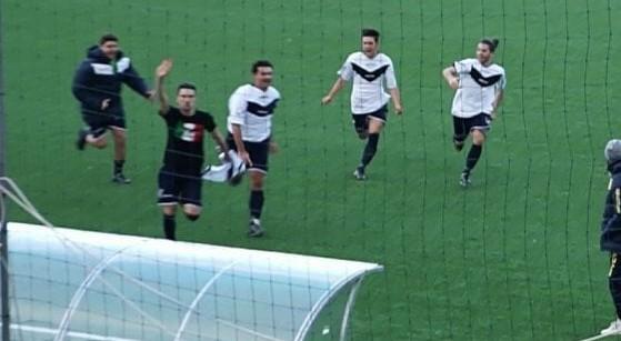 Festeggiò il goal a Marzabotto con il saluto romano e la maglia di Salò: squalificato 8 mesi