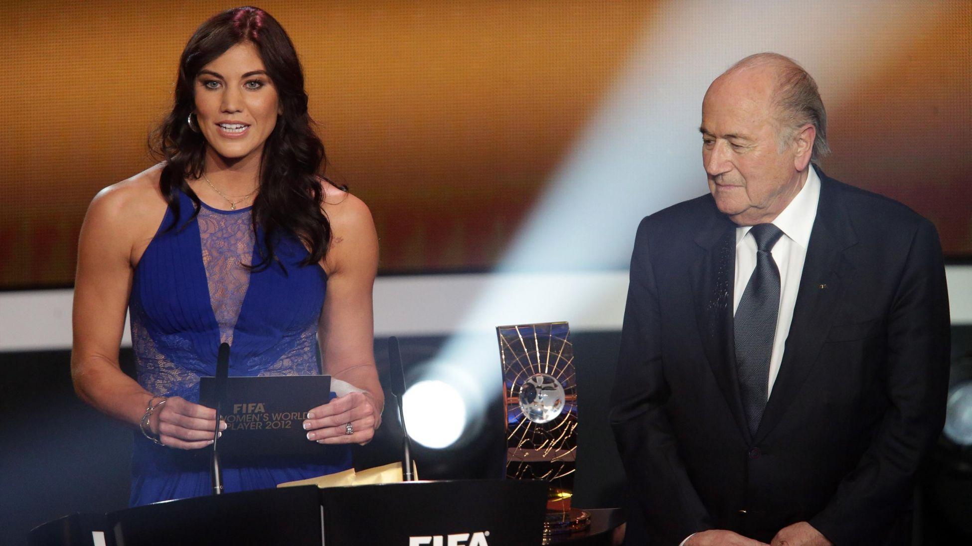 """L'ex portiere U.S.A. Hope Solo: """"Blatter mi ha palpato il sedere"""". Lui: """"Accuse ridicole"""""""