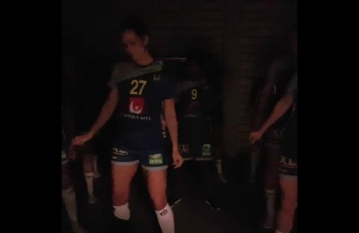 La Nazionale femminile di pallamano di Svezia festeggia con un ballo sexy la vittoria