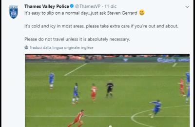 """L'avviso """"antighiaccio"""" della polizia inglese prende in giro Steven Gerrard"""