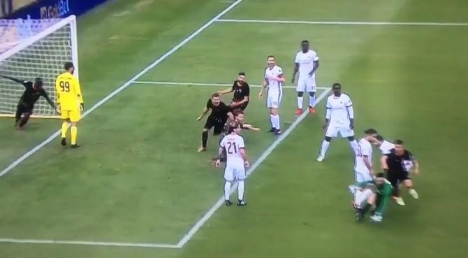 Il gol di Brignoli del Benevento al Milan in tutte le lingue del mondo