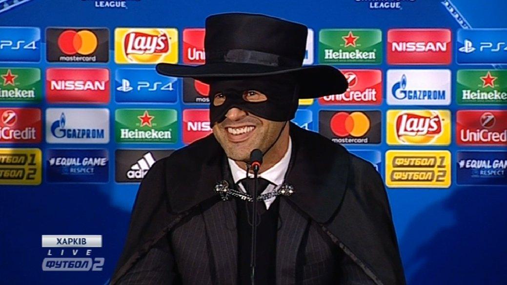 fonseca tecnico dello Shakhtar in versione Zorro