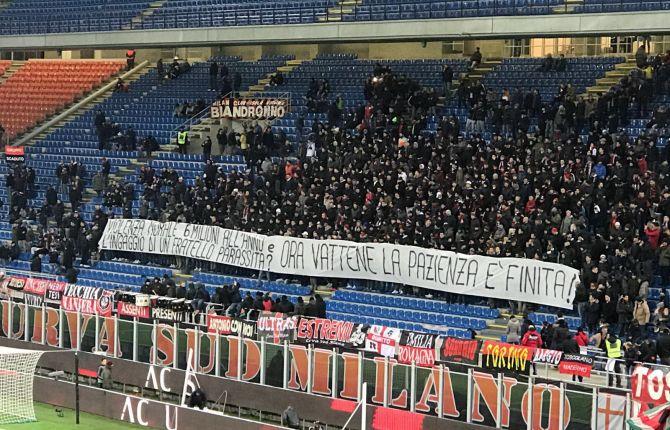 """La Curva del Milan a Donnarumma: """"Pazienza finita: vattene, pezzo di m… E tuo fratello è un parassita"""""""