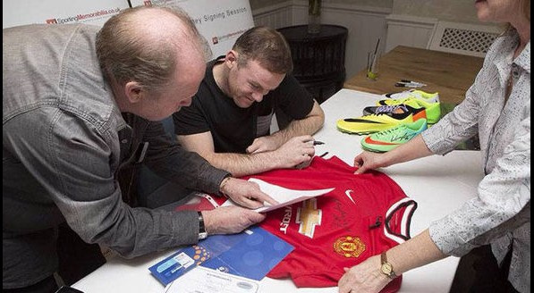 Wayne Rooney svela maxi-truffa su magliette con firme false