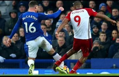Premier League, infortunio shock per McCarthy. E l'avversario scoppia in lacrime