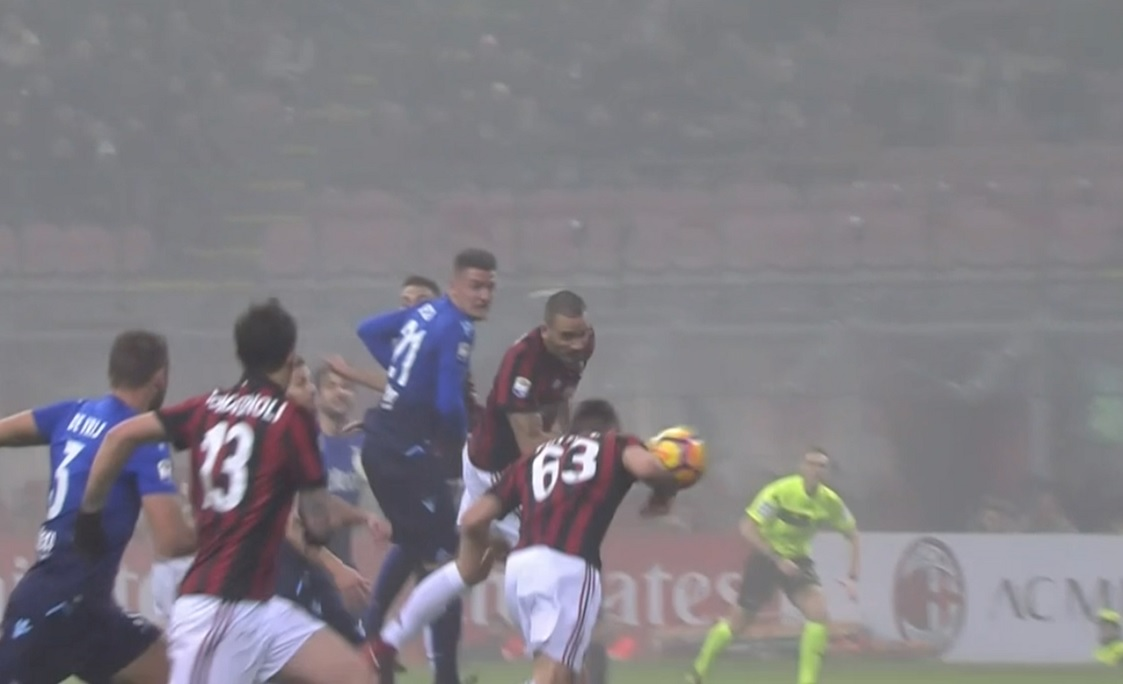 Il Milan batte la Lazio ma Cutrone segna di braccio: non se ne accorge nessuno